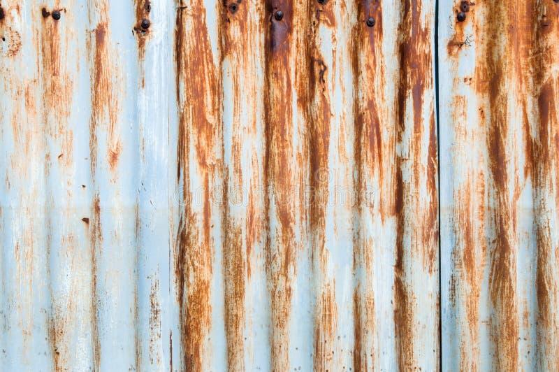Ciérrese encima Rusted galvanizó la placa del hierro fotos de archivo libres de regalías
