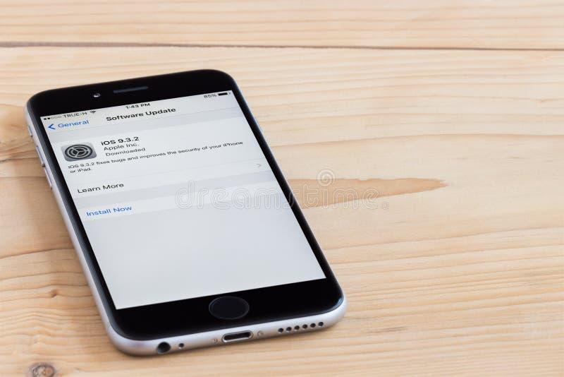 Ciérrese encima versión de la actualización de software del IOS del iphone 6 de la nueva imagen de archivo