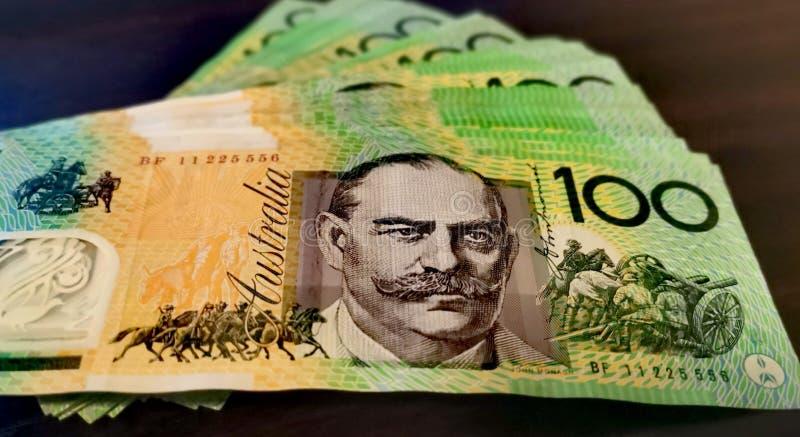 Ciérrese para arriba de billete de dólar del australiano ciento fotos de archivo