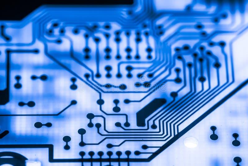 Ciérrese para arriba de circuitos electrónicos en tecnología en el tablero de lógica del fondo del ordenador de Mainboard, placa  imagen de archivo libre de regalías