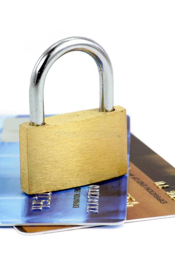 Ciérrese para arriba de de la tarjeta de crédito y del bloqueo imágenes de archivo libres de regalías