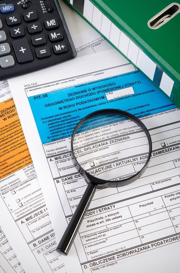 Ciérrese para arriba de formas polacas del impuesto sobre la renta en el escritorio imagen de archivo
