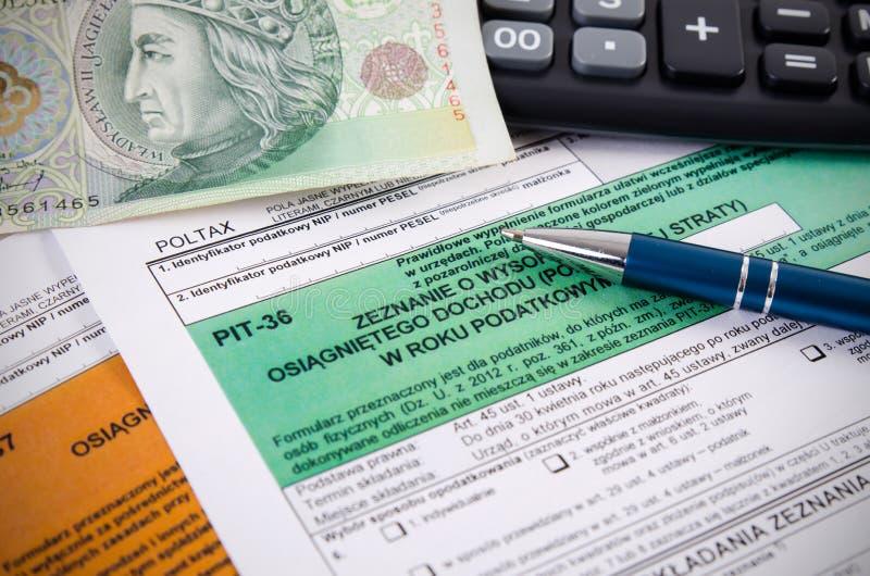 Ciérrese para arriba de formas polacas del impuesto sobre la renta en el escritorio imagen de archivo libre de regalías