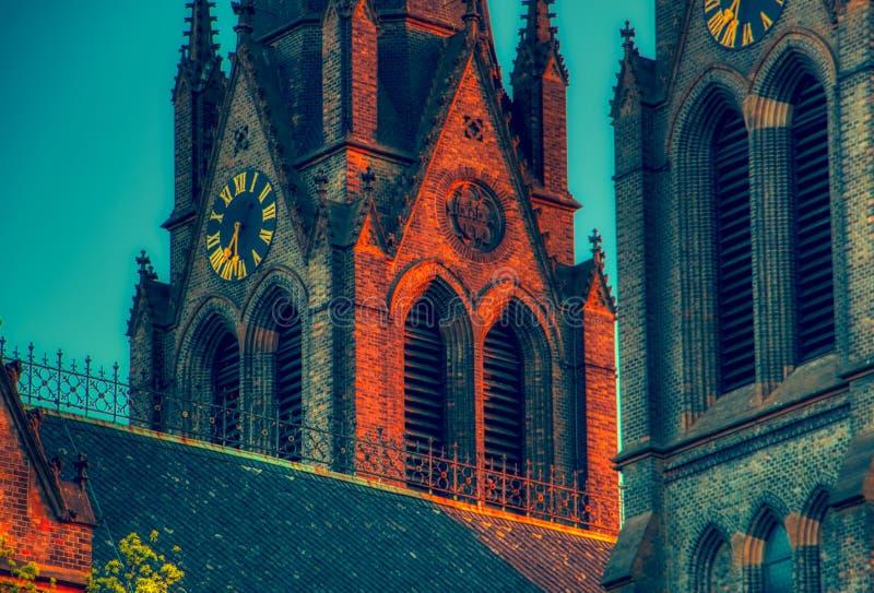 Ciérrese para arriba de iglesia del miru del namesti en Praga con la luz roja y la sombra azul fotografía de archivo libre de regalías