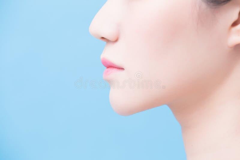 Ciérrese para arriba de la barbilla de la mujer foto de archivo