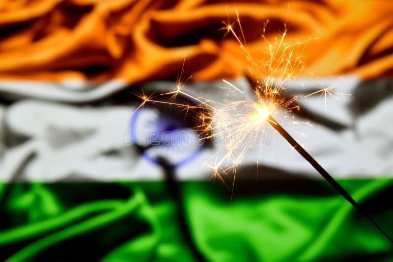 Ciérrese para arriba de la bengala que quema sobre la India, bandera india Días de fiesta, celebración, concepto del partido fotos de archivo