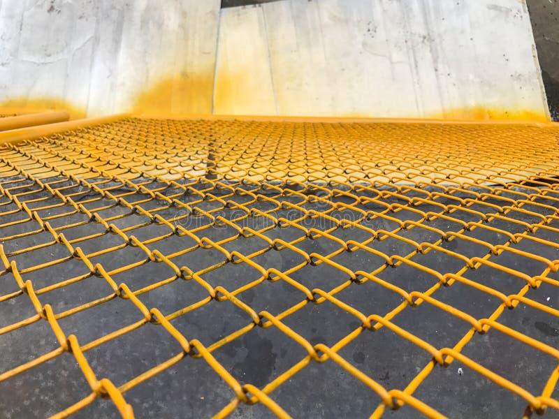 Ciérrese para arriba de la cerca de acero amarilla foto de archivo libre de regalías