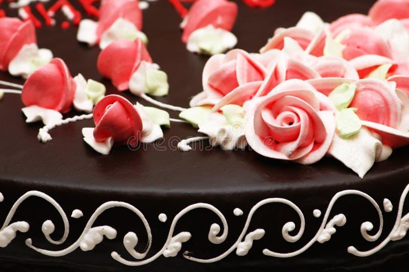 Ciérrese para arriba de la decoración color de rosa en la torta foto de archivo libre de regalías