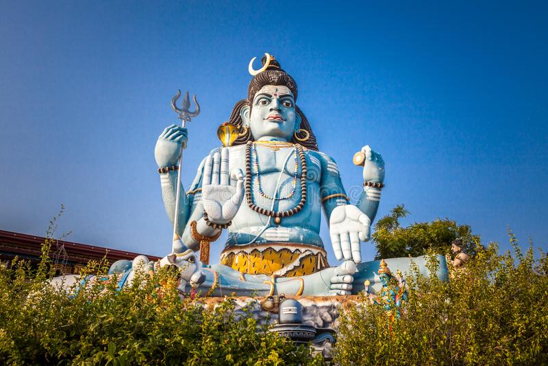 Ciérrese para arriba de la estatua de Shiva God en el templo hindú de Koneswaram en Trincomalee, Sri Lanka foto de archivo