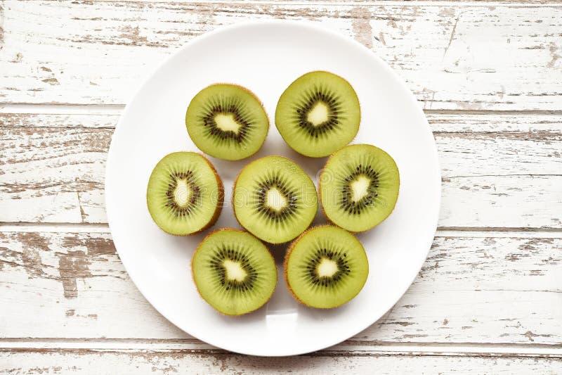 Ciérrese para arriba de la fruta de kiwi fresca imagenes de archivo