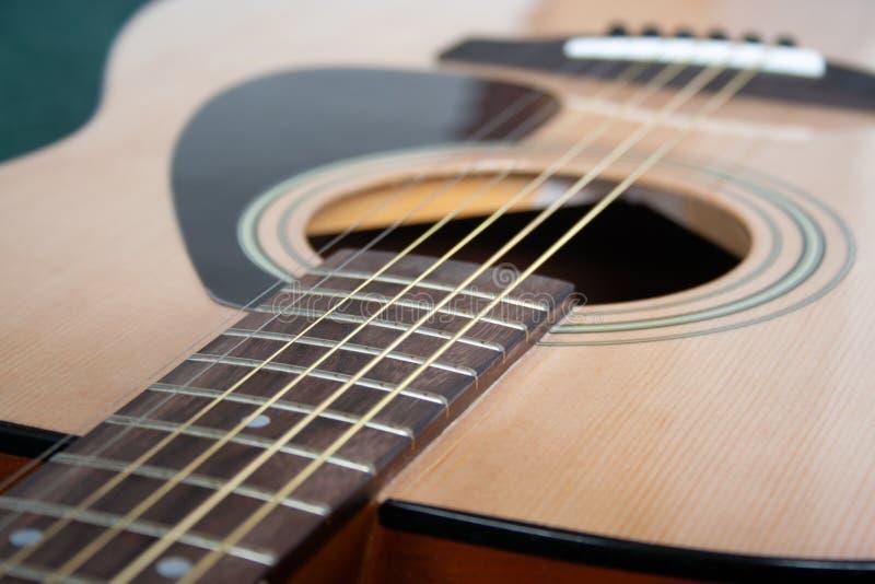 Ciérrese para arriba de la guitarra imagenes de archivo