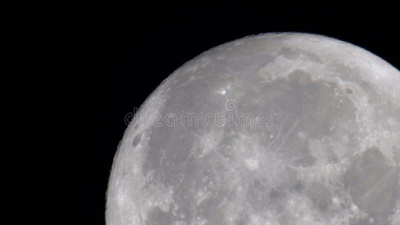 Ciérrese para arriba de la luna imagenes de archivo