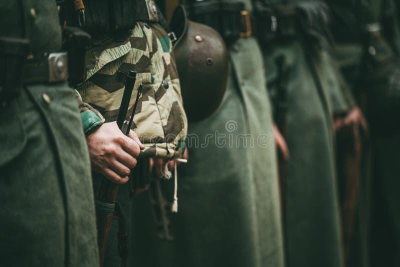 Ciérrese para arriba de la munición militar alemana de un soldado alemán foto de archivo libre de regalías