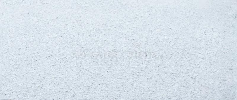 Ciérrese para arriba de la nieve blanca La nieve está sobre el vidrio fotos de archivo libres de regalías