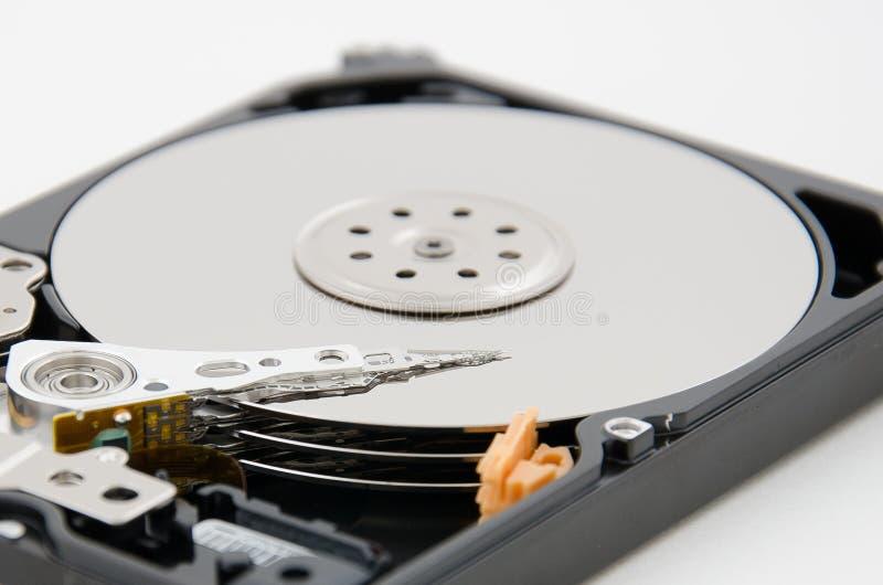 Ciérrese para arriba de la placa del disco duro y de la pista del programa de lectura fotos de archivo libres de regalías