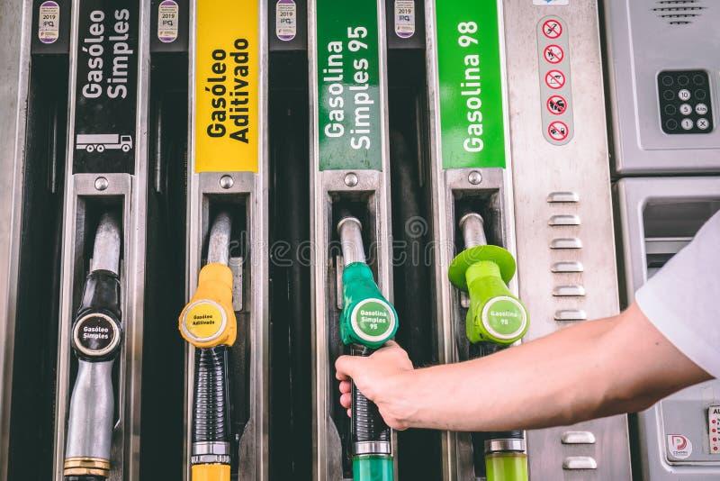 Ciérrese para arriba de las bombas de la gasolinera de un diesel y de gasolina imagen de archivo