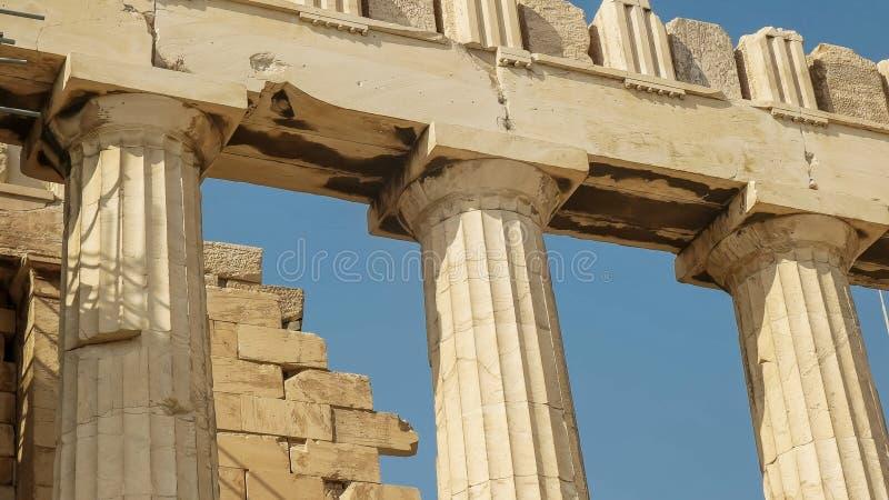 Ciérrese para arriba de las columnas del erechthion en la acrópolis en Atenas fotos de archivo libres de regalías