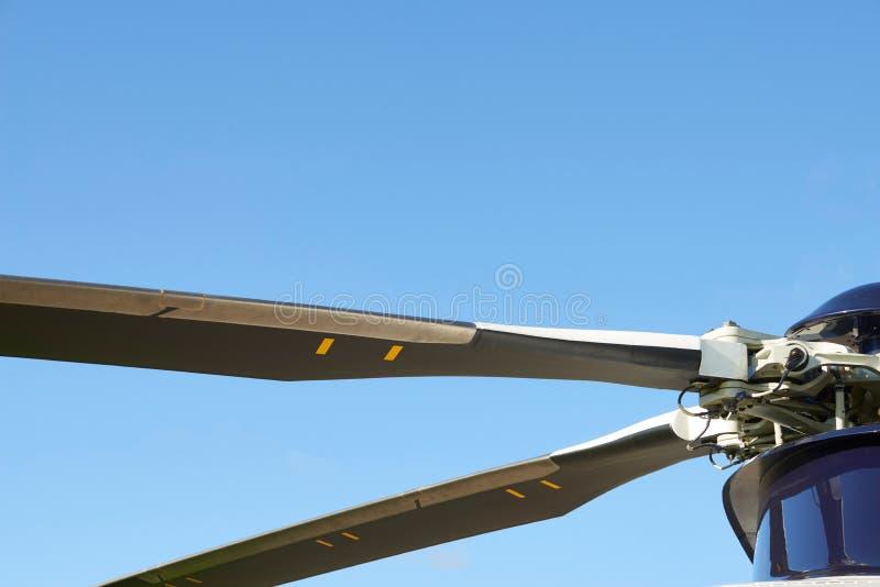Ciérrese para arriba de las cuchillas de rotor del helicóptero imagen de archivo libre de regalías