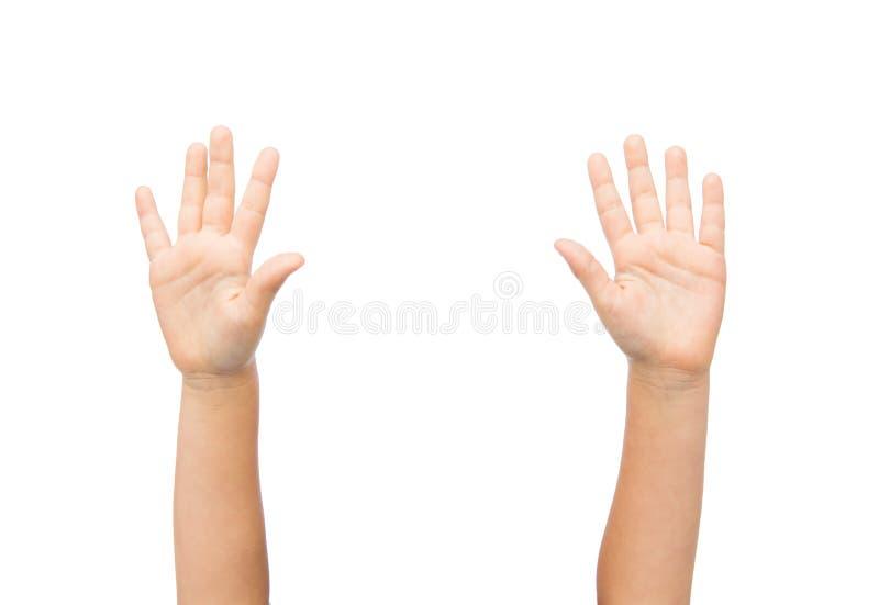 Ciérrese para arriba de las manos del pequeño niño aumentadas hacia arriba imagen de archivo libre de regalías