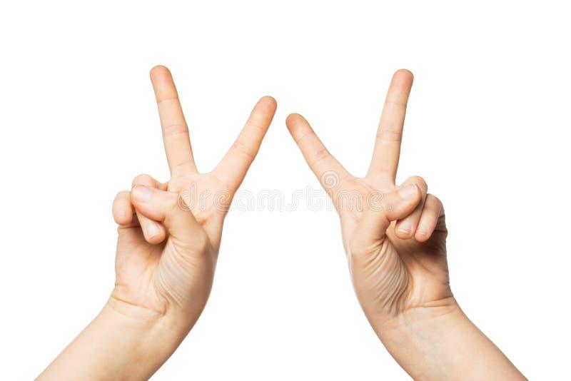 Ciérrese para arriba de las manos que muestran la muestra de la paz o de la victoria fotografía de archivo