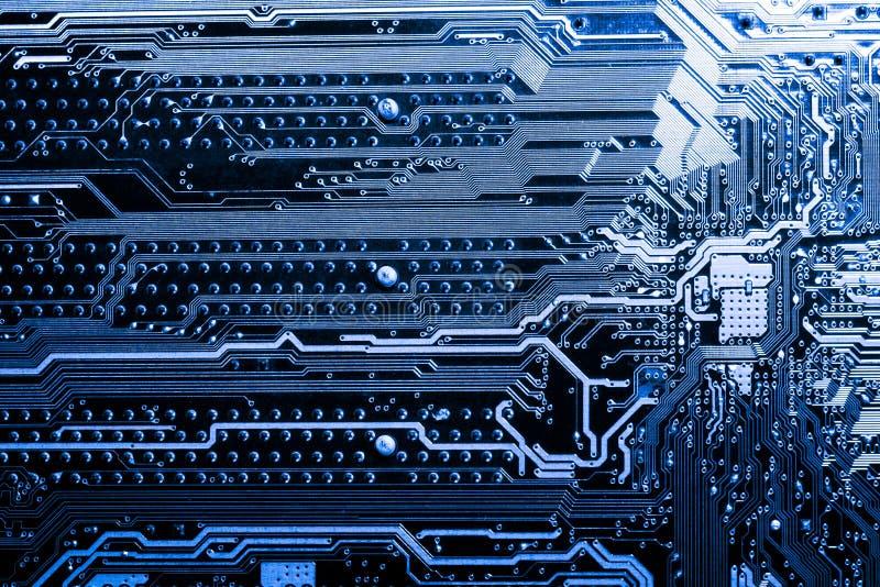 Ciérrese para arriba de los circuitos electrónicos en el tablero de lógica del fondo del ordenador de la tecnología de Mainboard, imagen de archivo