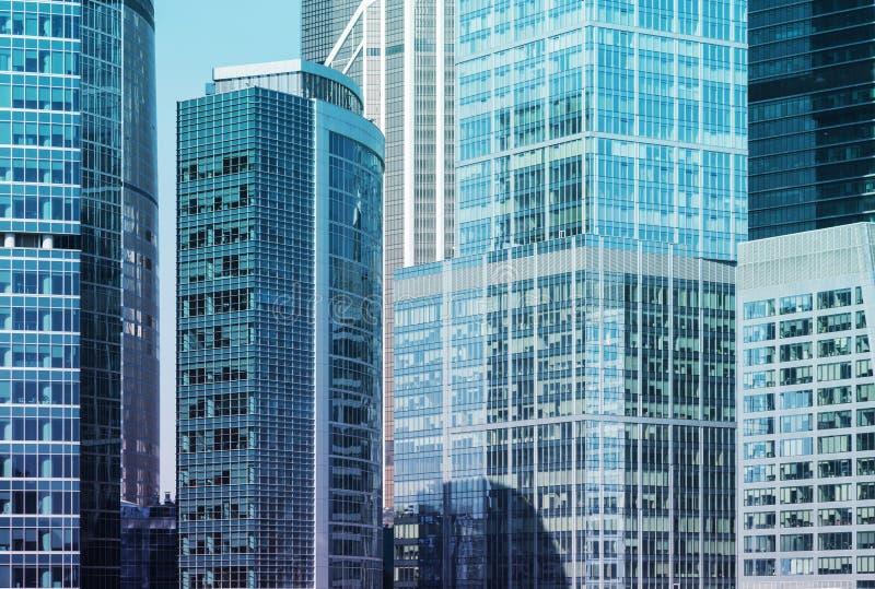 Ciérrese para arriba de los rascacielos del centro de negocio internacional en Moscú, Rusia imagen de archivo