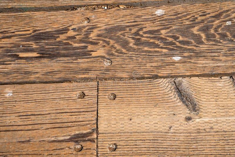 Ciérrese para arriba de los tablones de madera con los clavos fotos de archivo libres de regalías