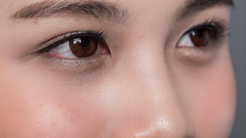 Ciérrese para arriba de mujeres de los ojos fotos de archivo
