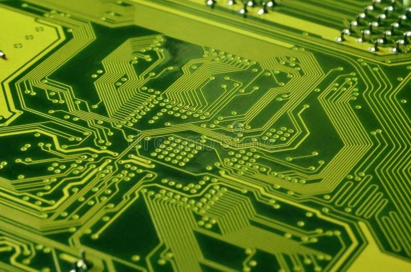 Ciérrese para arriba de placa de circuito micro coloreada Fondo abstracto de la tecnología Mecanismo del ordenador detalladamente fotos de archivo