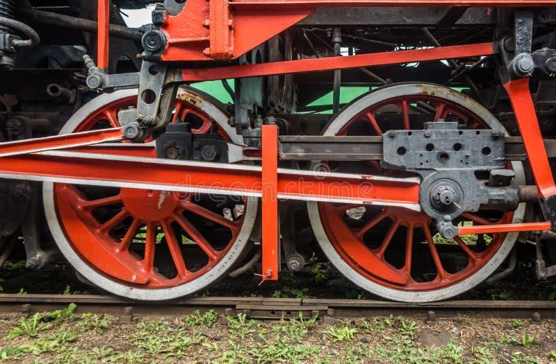 Ciérrese para arriba de ruedas de un tren viejo fotos de archivo libres de regalías