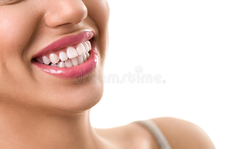 Ciérrese para arriba de sonrisa con los dientes blancos perfectos fotografía de archivo libre de regalías