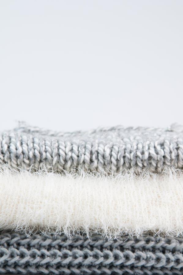 Ciérrese para arriba de suéteres doblados foto de archivo