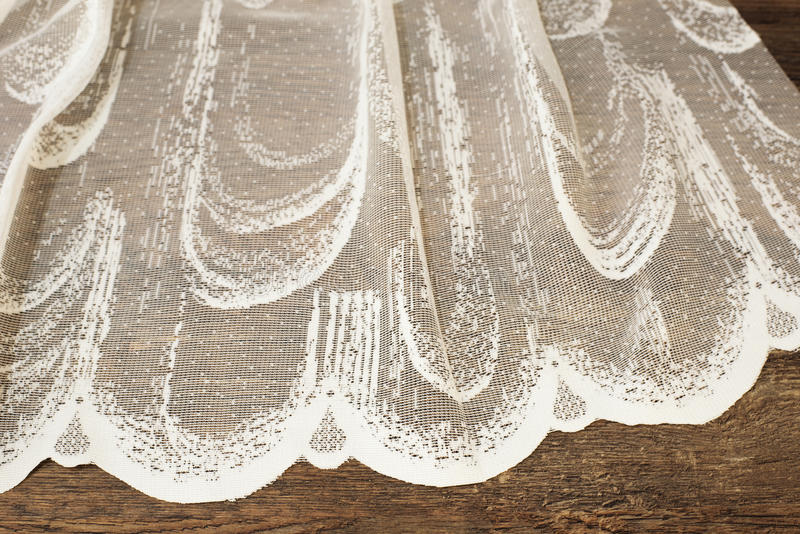 Ciérrese para arriba de Tulle blanca hermosa Muestra escarpada de la tela de las cortinas Textura, fondo, modelo Concepto de la b foto de archivo