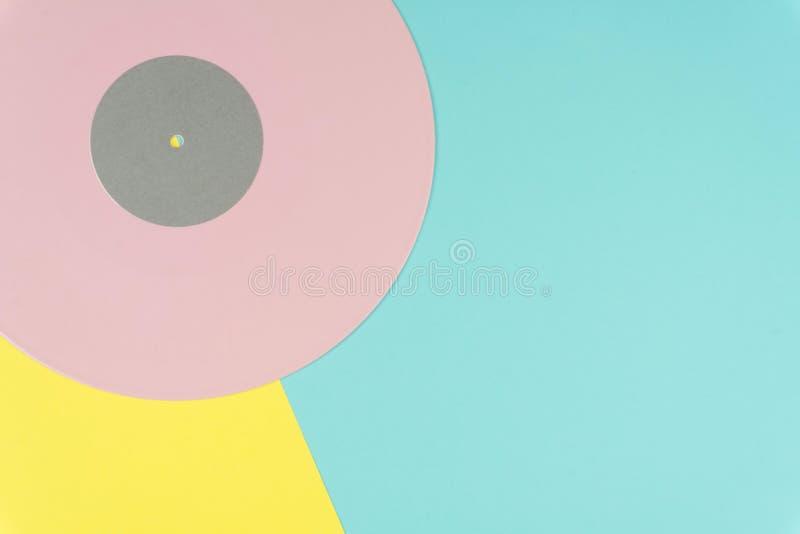 Ciérrese para arriba de un disco de vinilo de disco de larga duración rosado imágenes de archivo libres de regalías