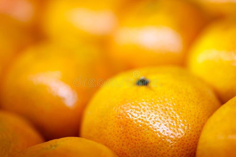 Ciérrese para arriba de un grupo de mandarina que forma un fondo completo foto de archivo