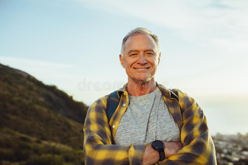 Ciérrese para arriba de un hombre sonriente fotos de archivo