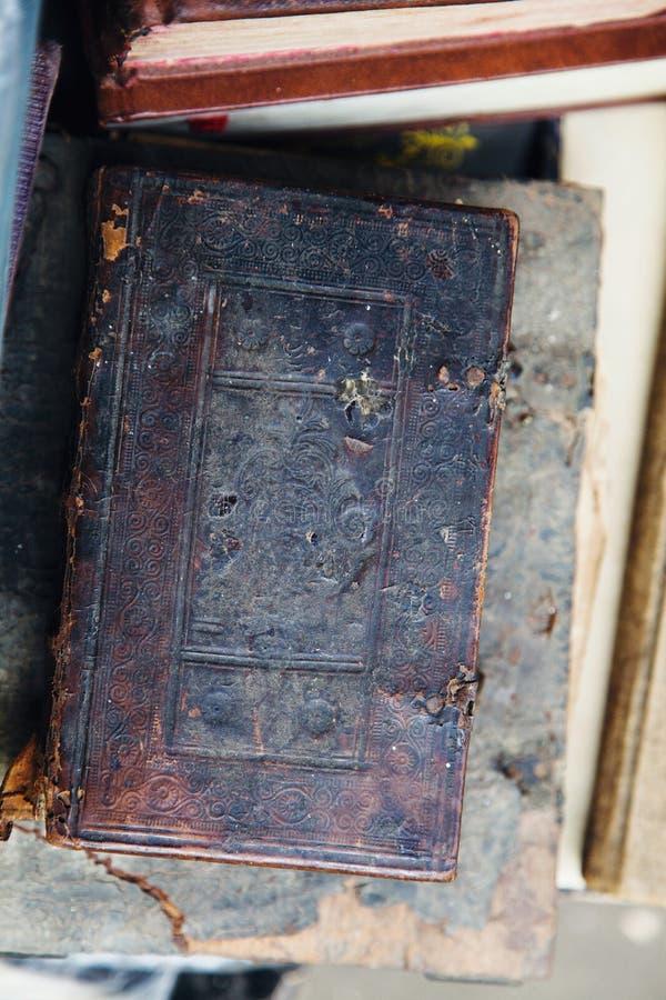 Ciérrese para arriba de un libro antiguo foto de archivo