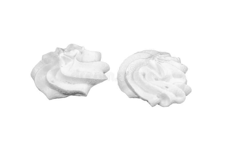 Ciérrese para arriba de un remolino azotado blanco de la crema del céfiro aislado en blanco foto de archivo