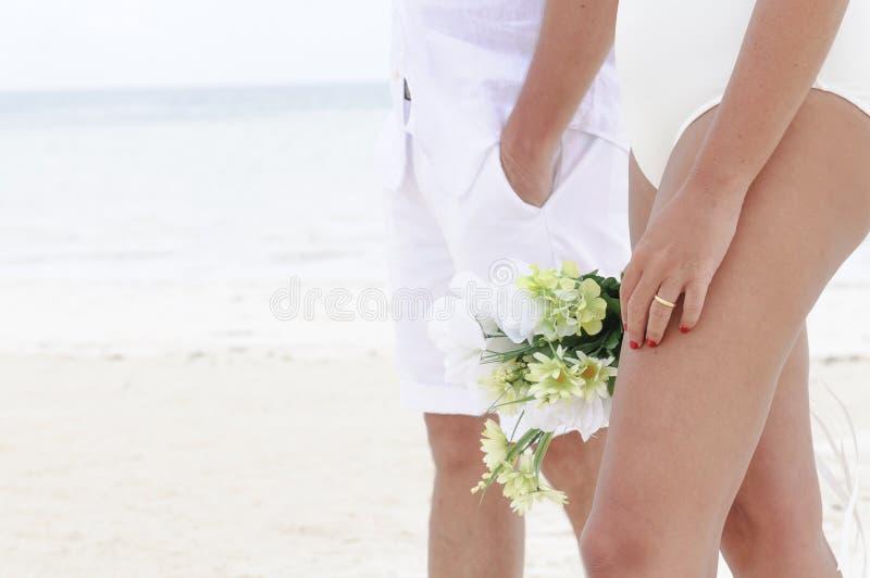 Ciérrese para arriba de una boda en la playa imágenes de archivo libres de regalías