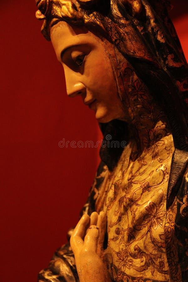 Ciérrese para arriba de una estatua de la Virgen María fotografía de archivo libre de regalías
