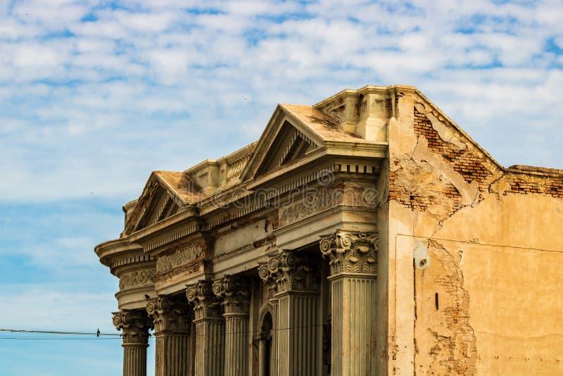 Ciérrese para arriba de una fachada constructiva vieja en Guaymas, México fotografía de archivo