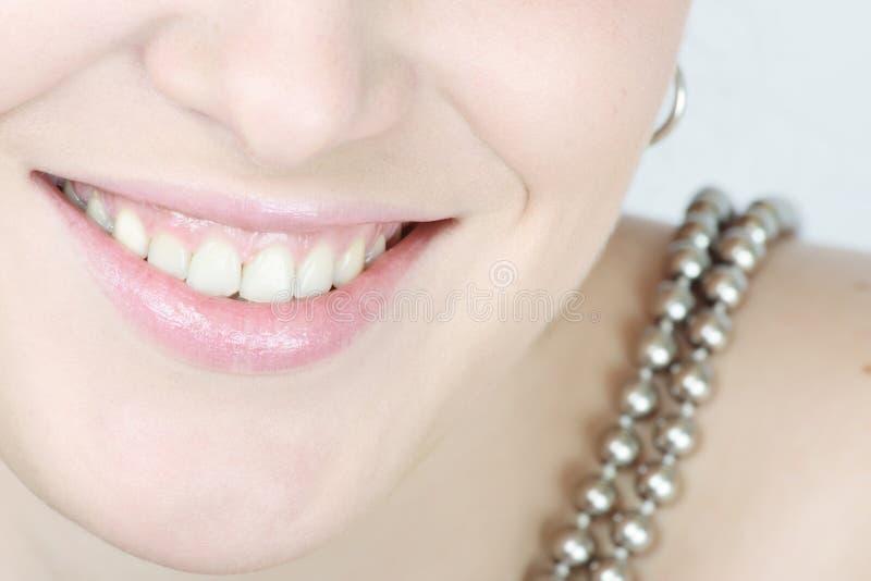 Ciérrese Para Arriba De Una Mujer Sonriente Imagen De Archivo Gratis