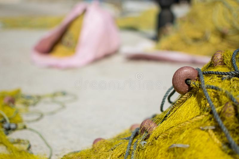 Ciérrese para arriba de una red de pesca amarilla fotos de archivo libres de regalías