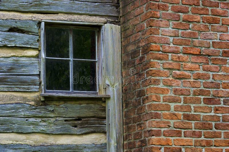 Ciérrese para arriba de una sección de la cabina vieja de los colonos fotografía de archivo