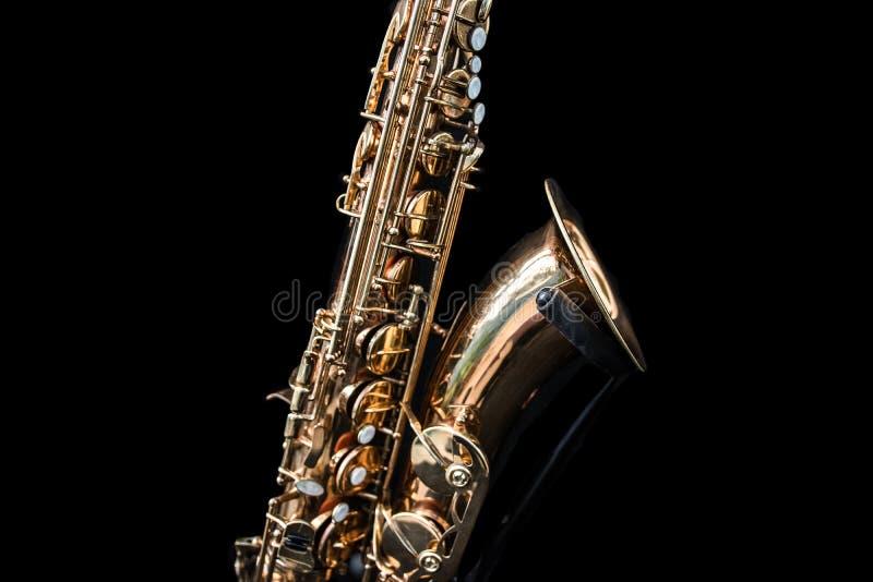 Ciérrese para arriba de una situación de oro del saxofón imágenes de archivo libres de regalías