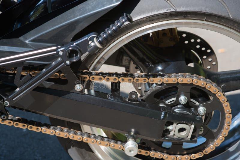 Ciérrese para arriba de una suspensión de una bici de encargo foto de archivo