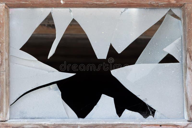 Ciérrese para arriba de una ventana quebrada imagen de archivo