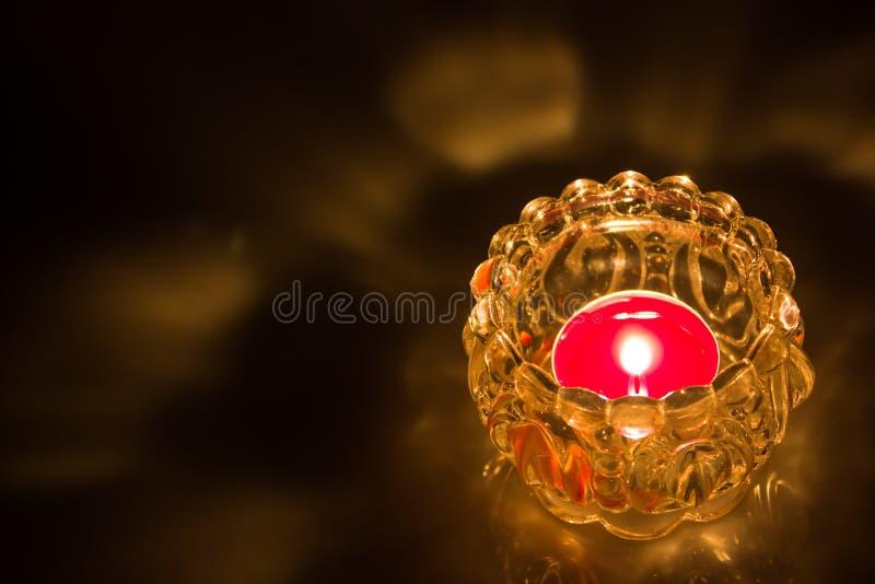 Ciérrese para arriba de vela ardiente del tiro imagen de archivo