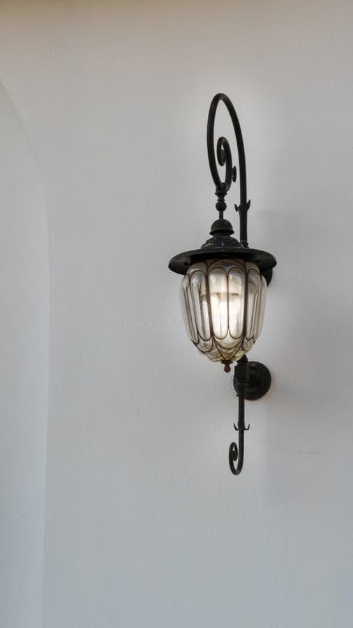 Ciérrese para arriba del accesorio de iluminación del vintage atado en la pared foto de archivo libre de regalías