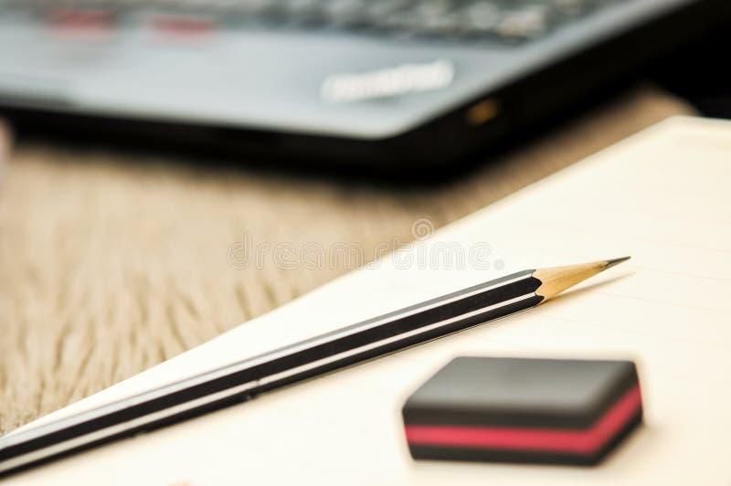 Ciérrese para arriba del cuaderno con el lápiz y el borrador en el top foto de archivo libre de regalías